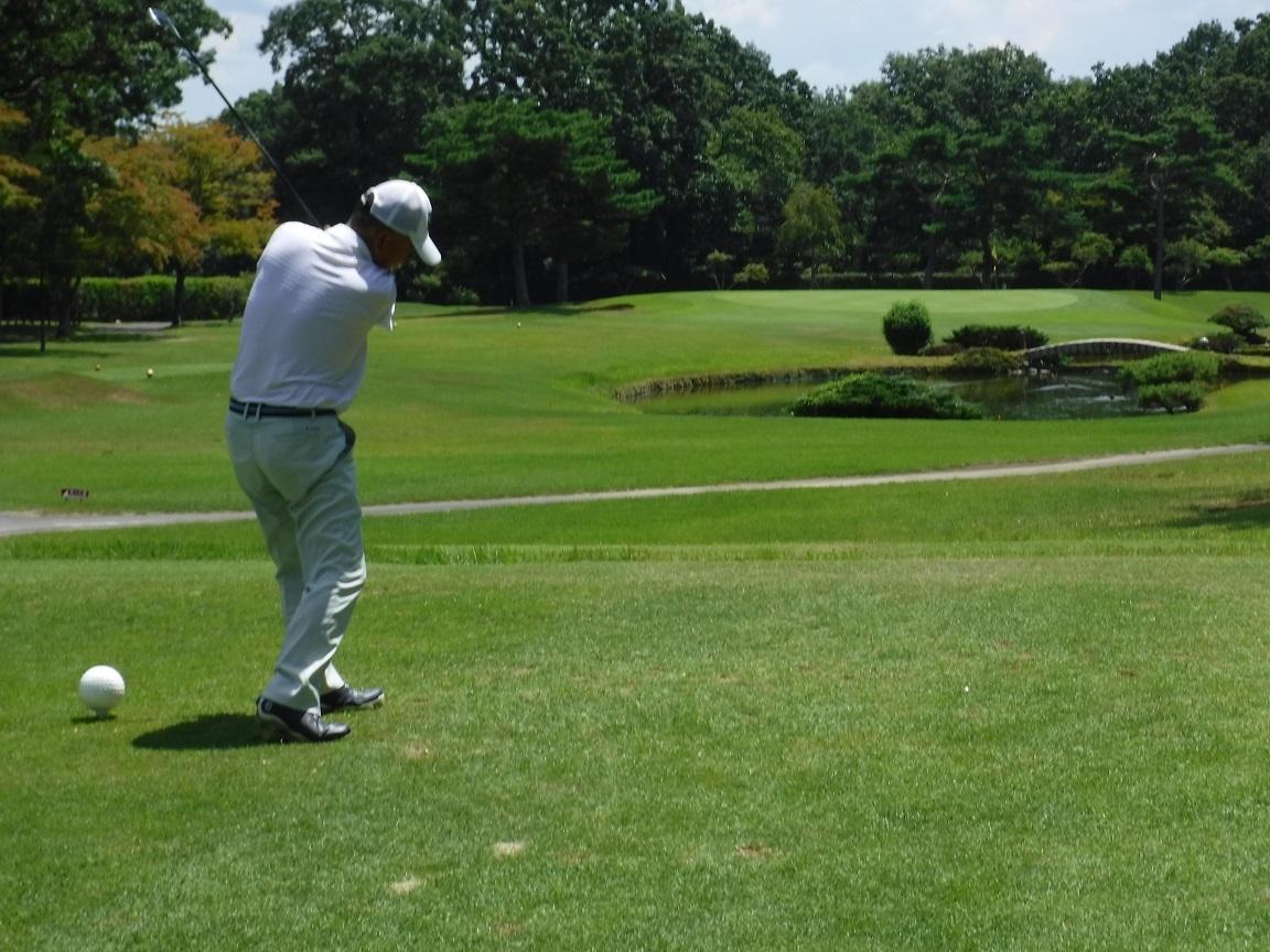 ゴルフ 師匠のショット.jpg