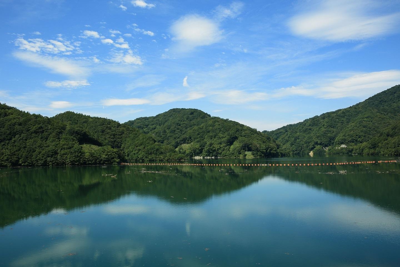ブログ 八汐ダム 水鏡.jpg