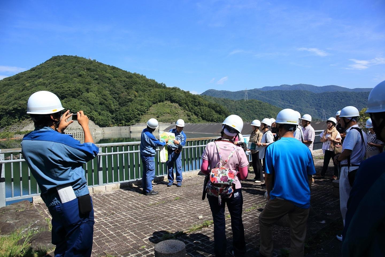 ブログ 八汐ダム 東電職員の説明.jpg