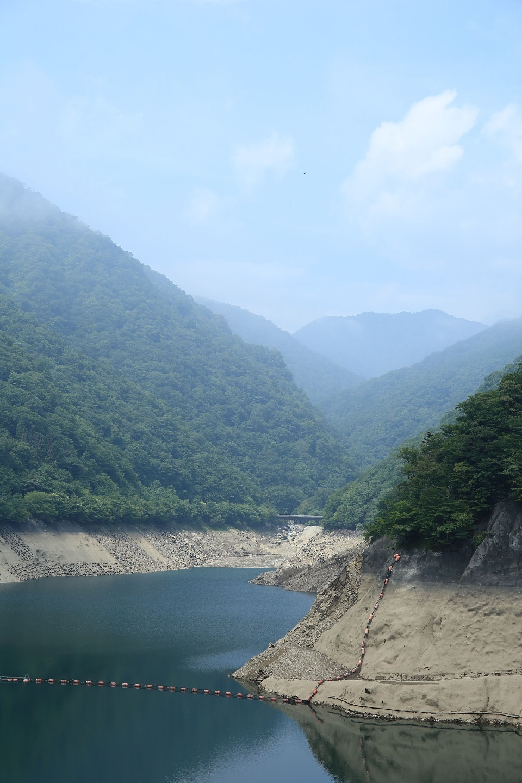 ブログ 塩原ダムの湖水.jpg