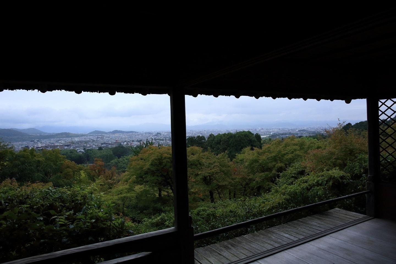 ブログ 遠く京都タワーも見渡す四阿.jpg