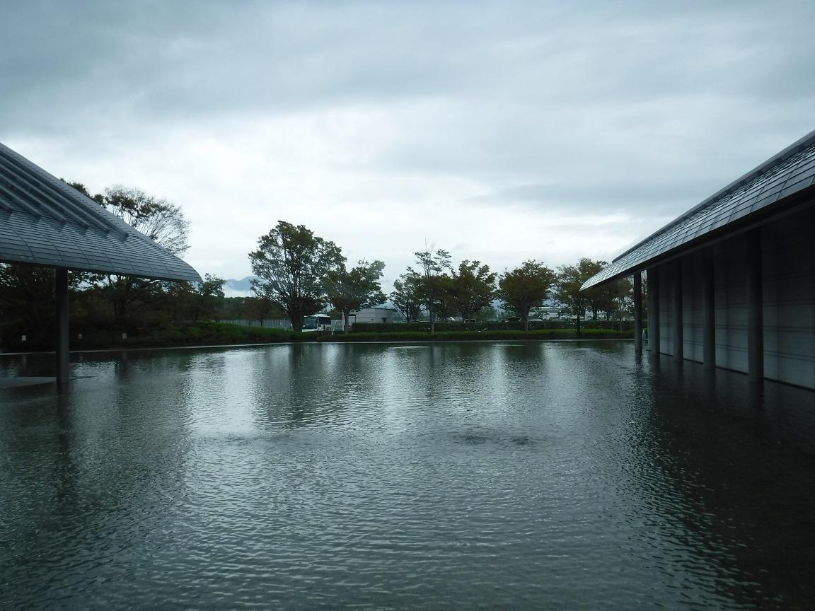 ブログ 佐川美術館の中庭.jpg