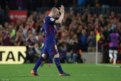 Iniesta got a standing ovation after being replaced in 57th minute for his final Clasico appearance