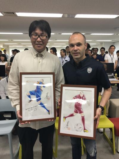 Andres Iniesta with Yoichi Takahashi, the creator of Captain Tsubasa