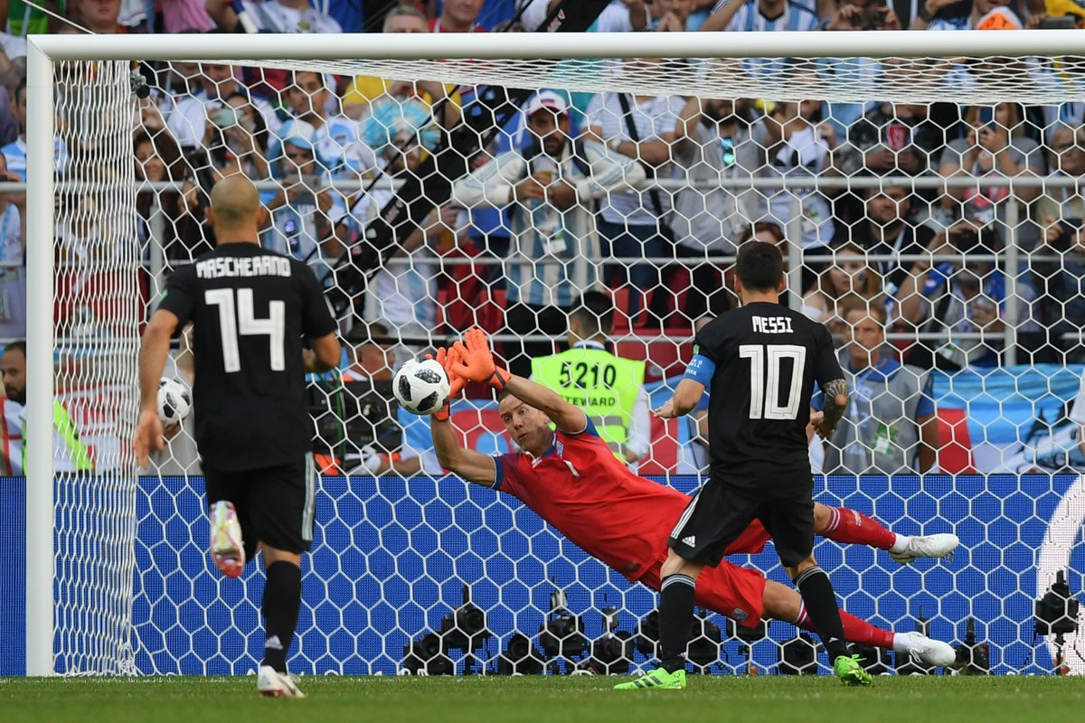 Argentina 1-1 Iceland Messi penalty miss 64