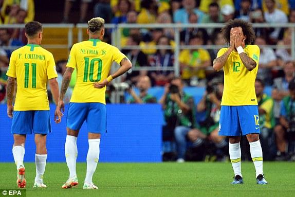 Marcelo looks in distress
