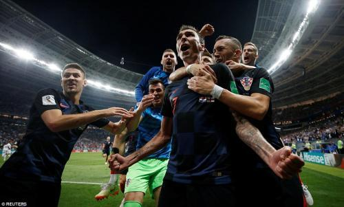 Croatian players rush to congratulate the match-winner Mandzukic