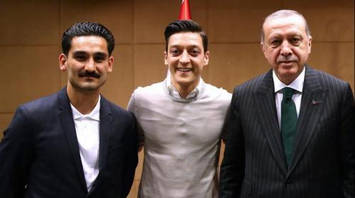 Özil and Gündoğans Erdoğan picture causes anger in Germany