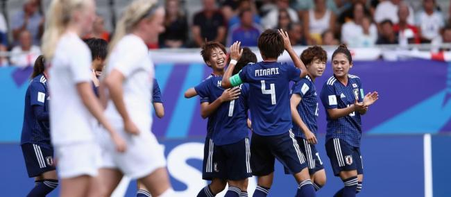 Japan power past England to reach final
