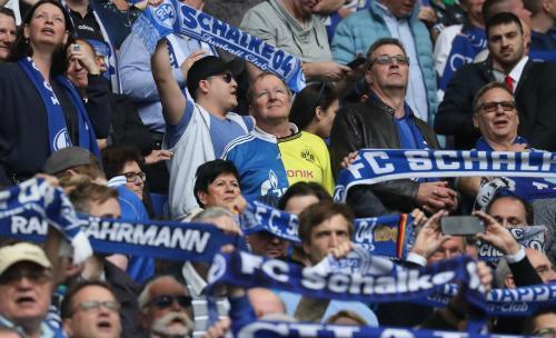 Schalke_04_Borussia_Dortmund_kits.jpg