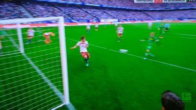 sakai_gotoku_block_HSV_relegated_from_the_1_Bundesliga.jpg