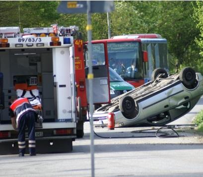 自動車事故 ブレーキ 横転