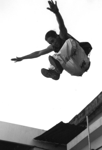 ジャンプ 危険 落下