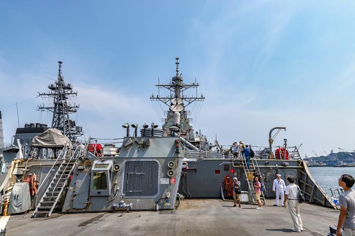 海上自衛隊 吉倉桟橋 DDG-65 USS Benfold アメリカ海軍 アーレイ・バーク級ミサイル駆逐艦15番艦ベンフォールド ヘリコプター飛行甲板