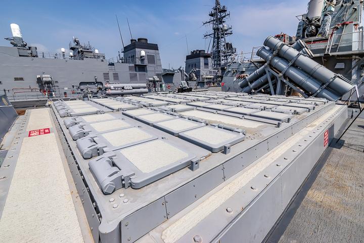 海上自衛隊 吉倉桟橋 DDG-65 USS Benfold アメリカ海軍 アーレイ・バーク級ミサイル駆逐艦15番艦ベンフォールド 後部 Mk41 VLS
