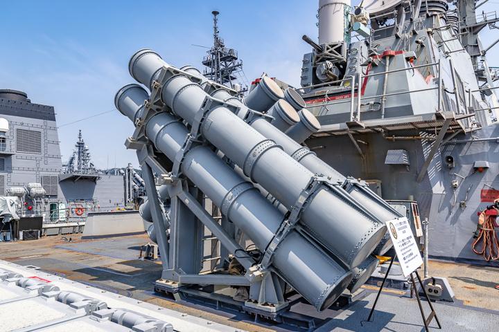 海上自衛隊 吉倉桟橋 DDG-65 USS Benfold アメリカ海軍 アーレイ・バーク級ミサイル駆逐艦15番艦ベンフォールド 艦対艦ミサイル ハープーンSSM発射筒 発射機