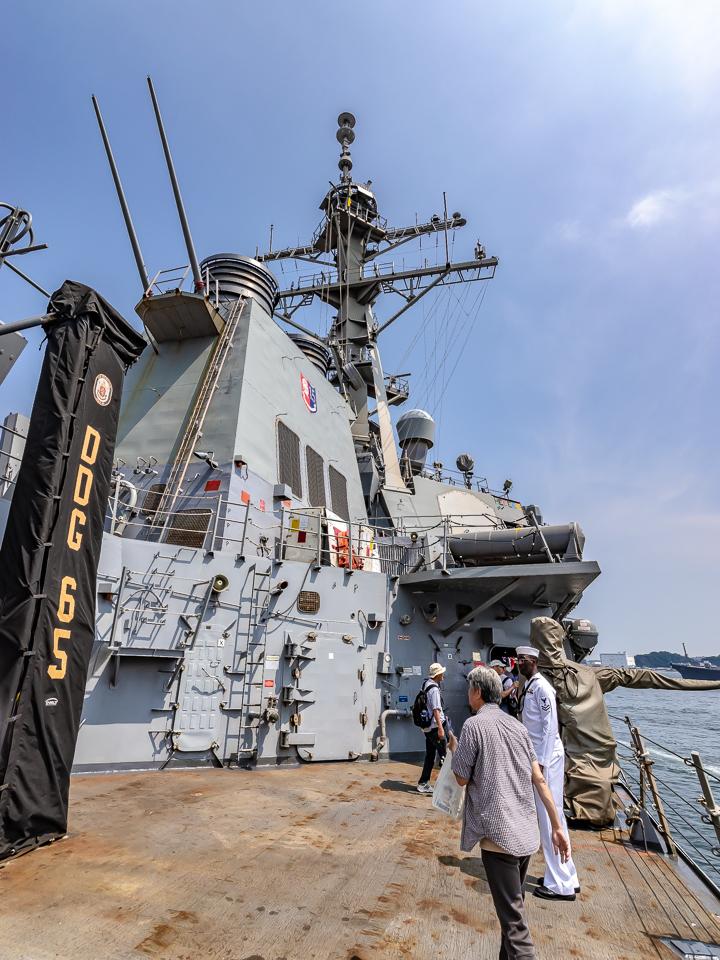 海上自衛隊 吉倉桟橋 DDG-65 USS Benfold アメリカ海軍 アーレイ・バーク級ミサイル駆逐艦15番艦ベンフォールド 艦中央部