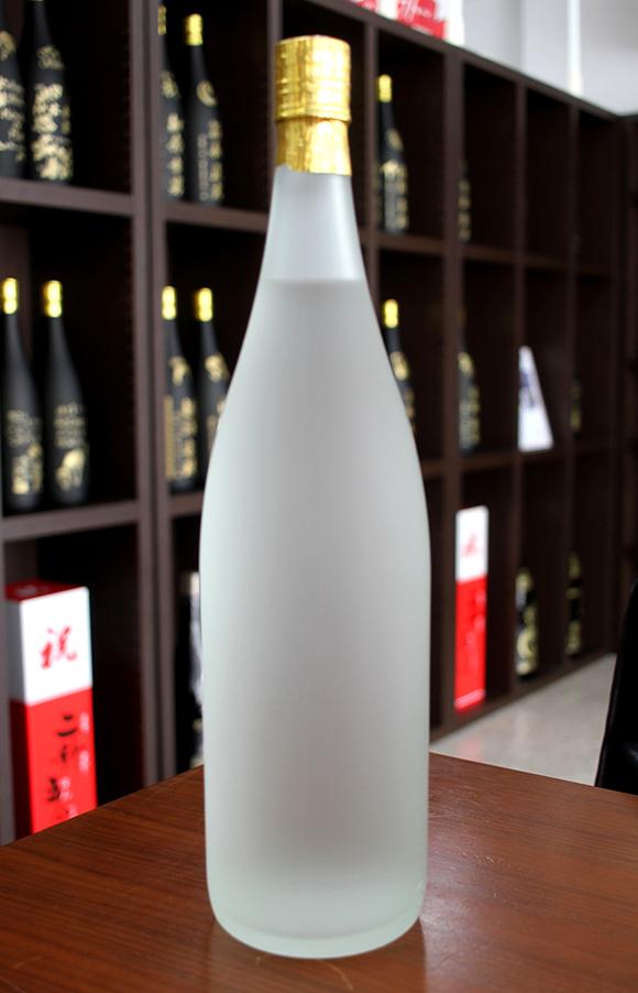 白い泡盛ボトル