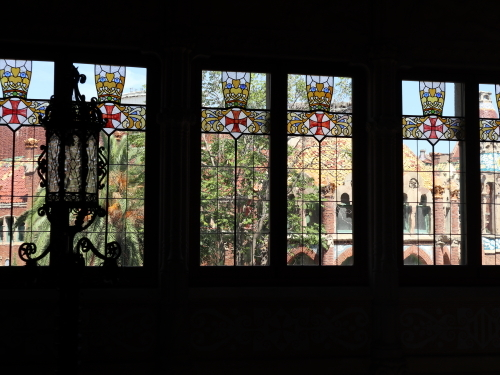 ロビーの窓