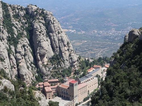 山の上から広場