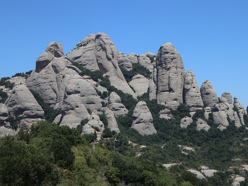 山の上の岩