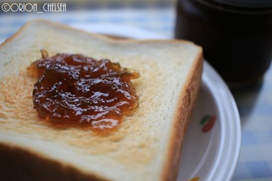 パンに塗った越の梅ジャム