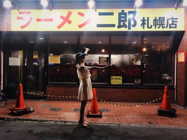 セクシー女優・桃乃木かなさんがラーメン二郎札幌店にキタ━━━━(゚∀゚)━━━━!!