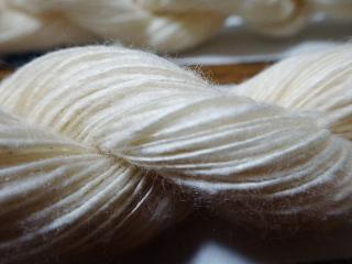 Joyで紡いだ2010年収穫和綿 かせにしたもののアップ