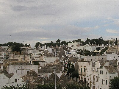 Alberobello_trulli01_up.jpg