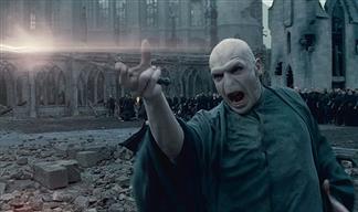 『ハリーポッター』の「例のあの人」がダンブルドア戦で炎出してたけどハリー戦ではなんでやらなかったの?