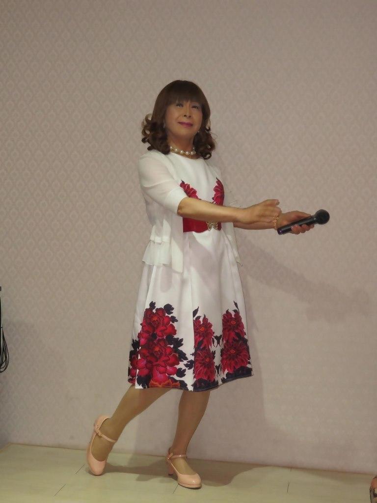 裾赤花柄ワンピカラオケ(1)