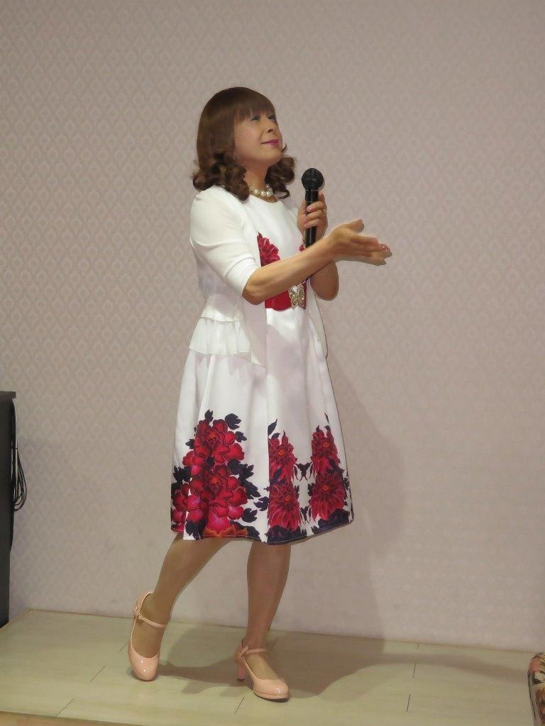 裾赤花柄ワンピカラオケ(3)