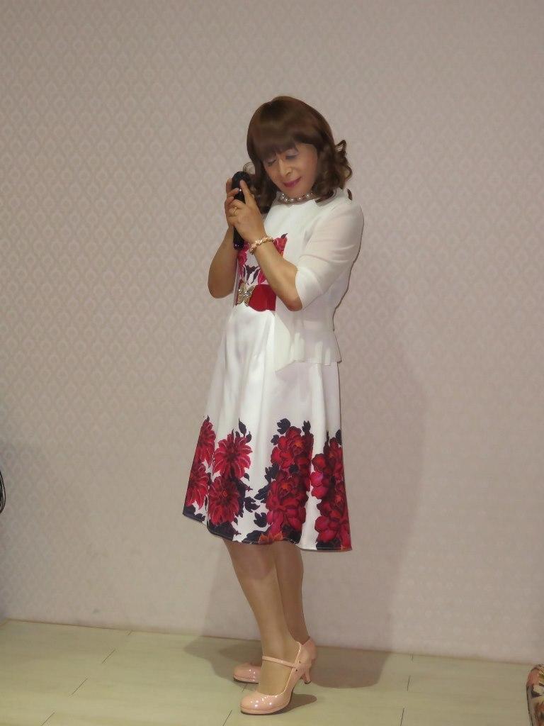 裾赤花柄ワンピカラオケ(4)