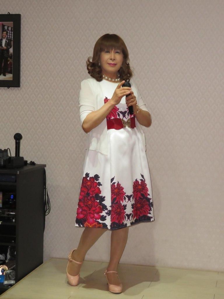 裾赤花柄ワンピカラオケ(5)