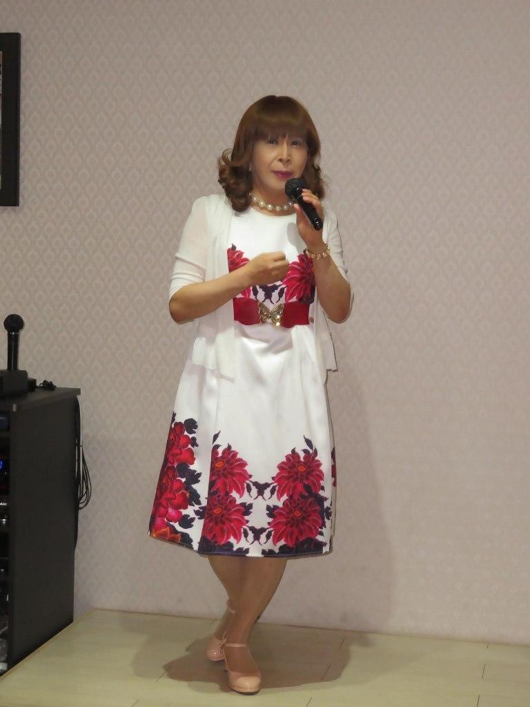 裾赤花柄ワンピカラオケ(6)