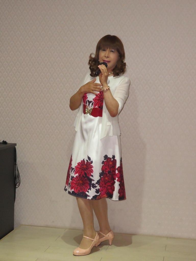 裾赤花柄ワンピカラオケ(7)