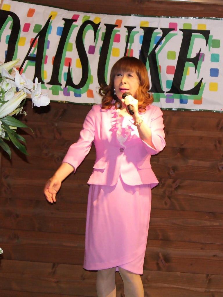 ピンクアンサンブルスーツ舞台(1)