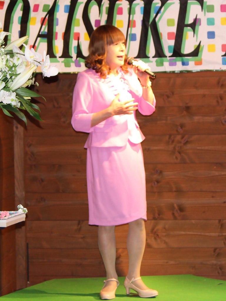 ピンクアンサンブルスーツ舞台(2)