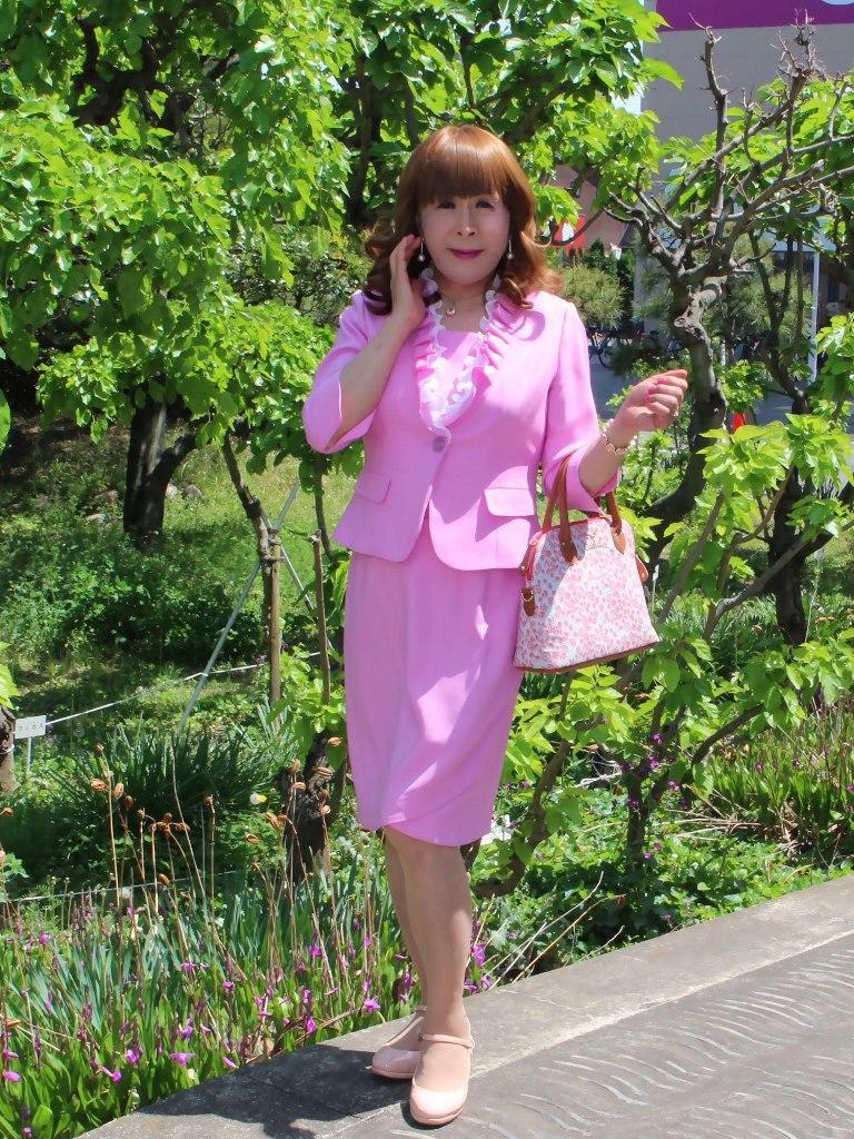 ピンクアンサンブルスーツ(1)