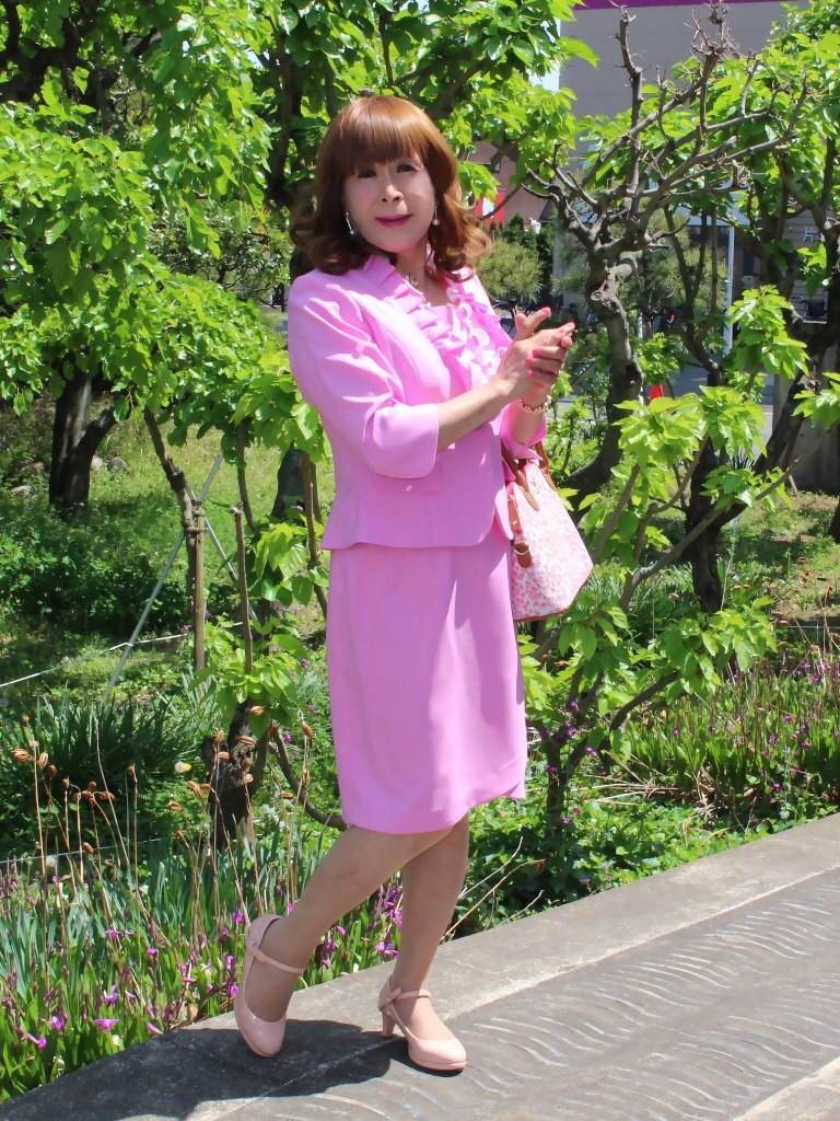 ピンクアンサンブルスーツ(2)