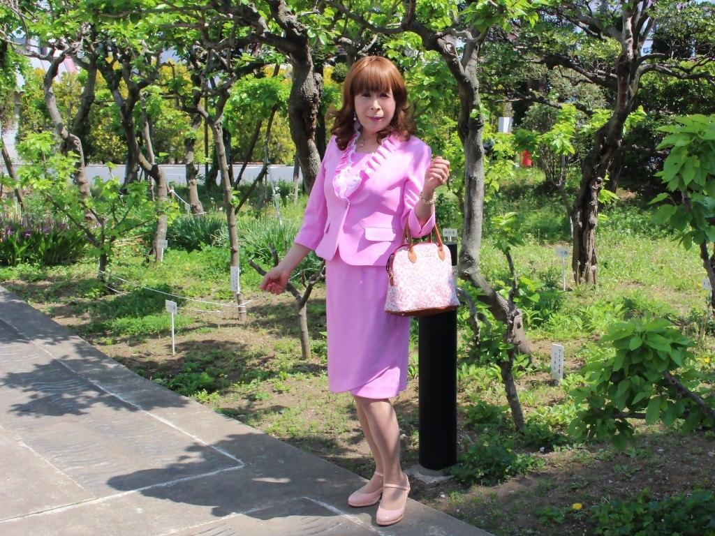 ピンクアンサンブルスーツ(3)