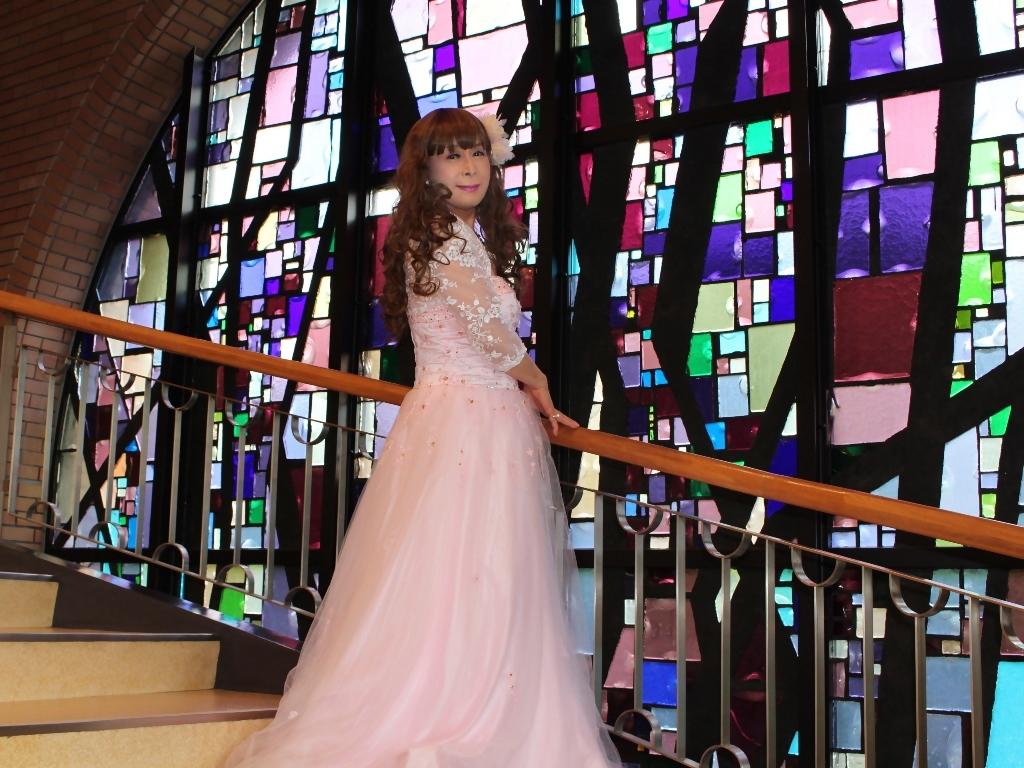 薄いピンクドレス螺旋階段(11)