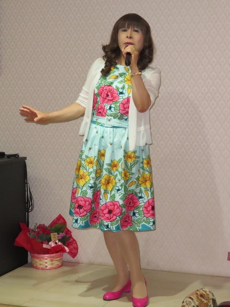 緑地に総花柄ワンピカラオケ(6)