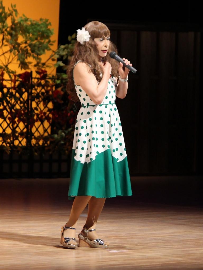 緑ドット柄ドレス舞台(2)