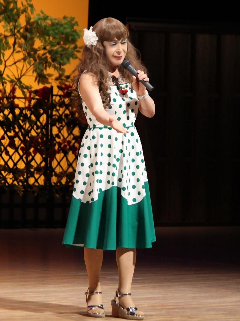 緑ドット柄ドレス舞台(4)