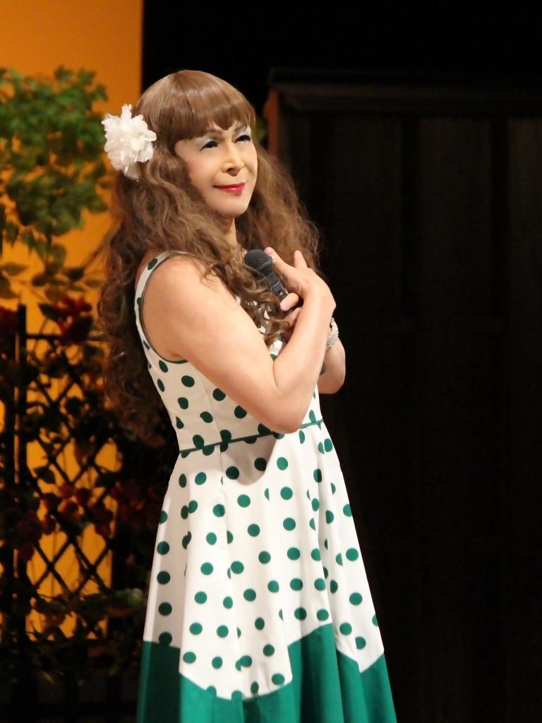 緑ドット柄ドレス舞台(6)