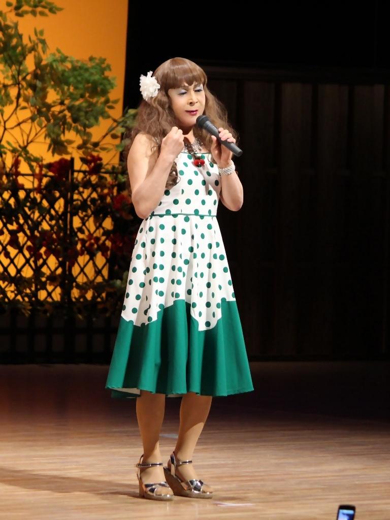 緑ドット柄ドレス舞台(5)