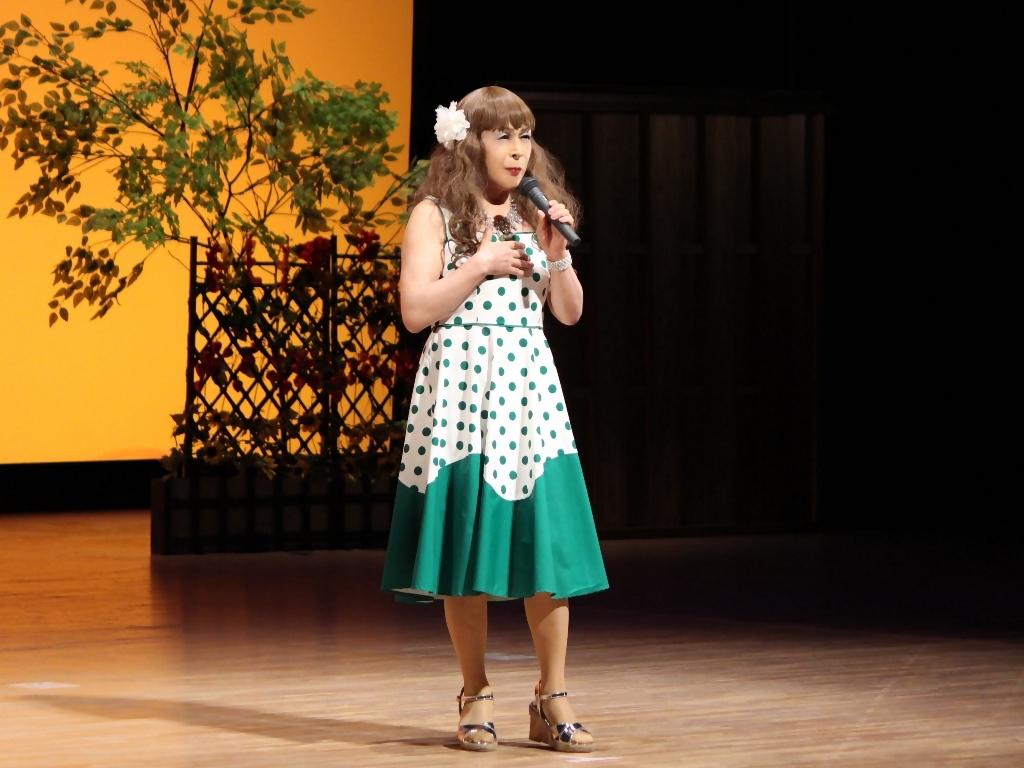 緑ドット柄ドレス舞台(7)