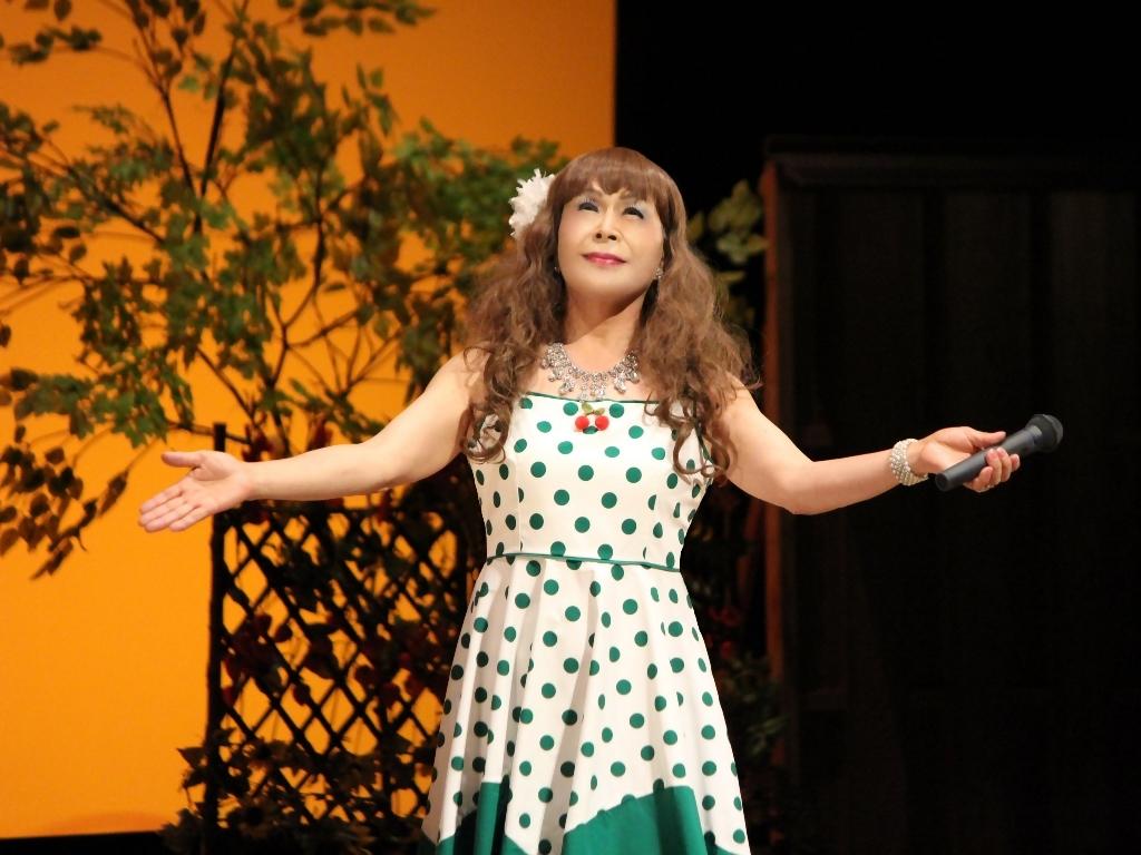 緑ドット柄ドレス舞台(10)