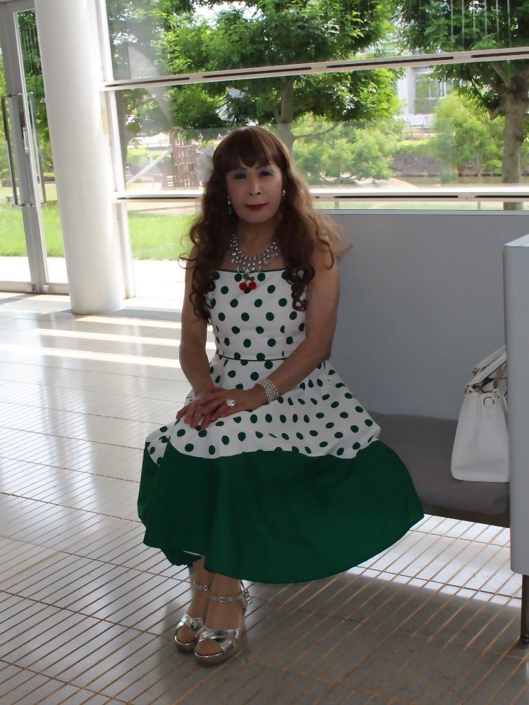 緑ドット柄ドレスロビーA(1)